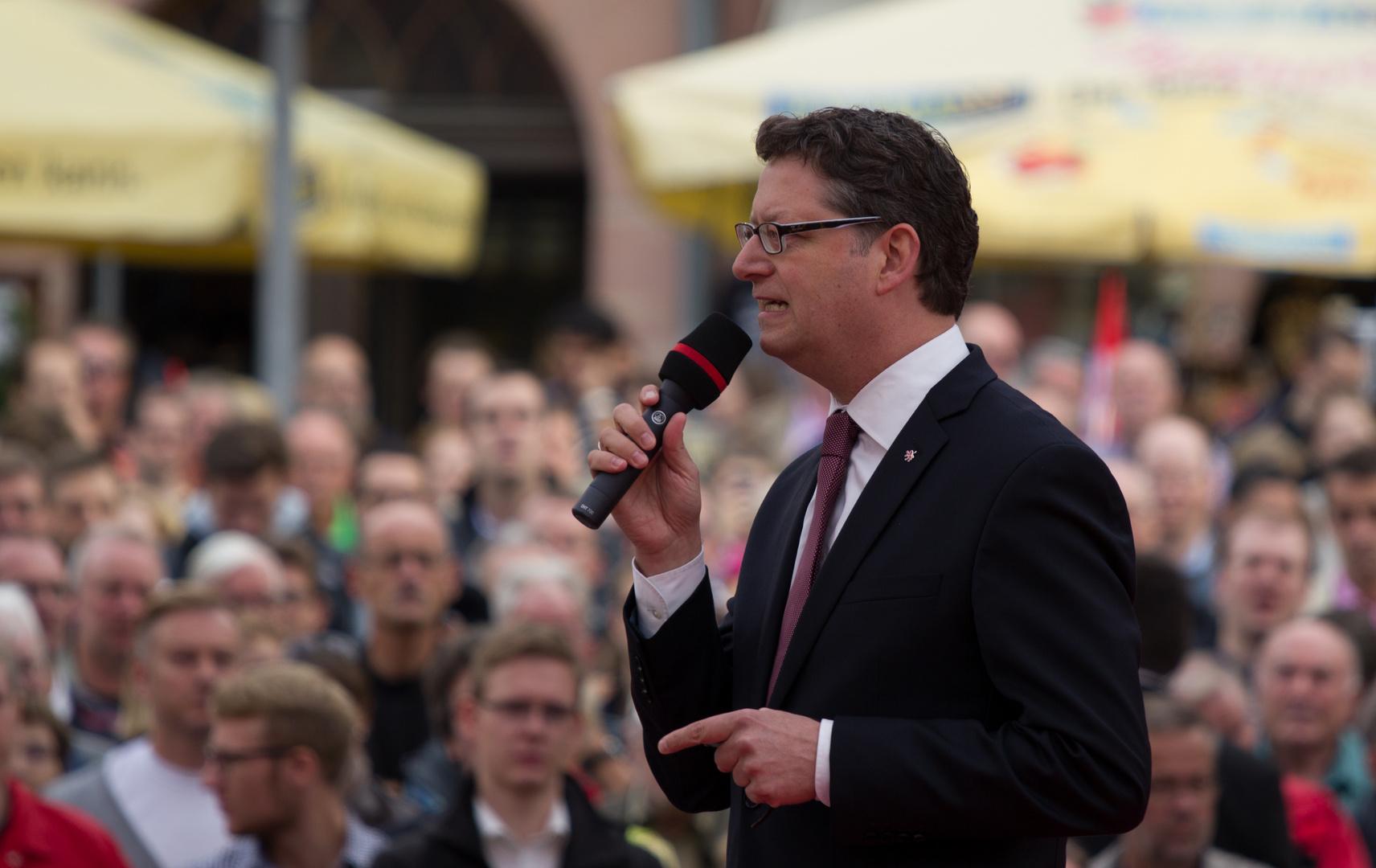 Torsten Schäfer-Gümbel (SPD) beim Wahlkampf in Frankfurt