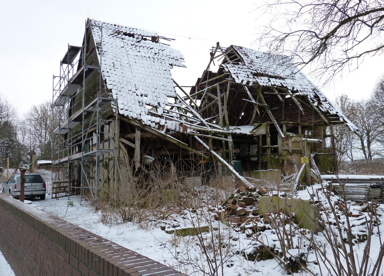 Totalverfall eines alten Hofes