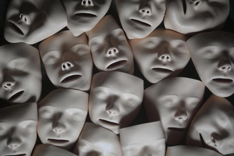Tote Gesichter