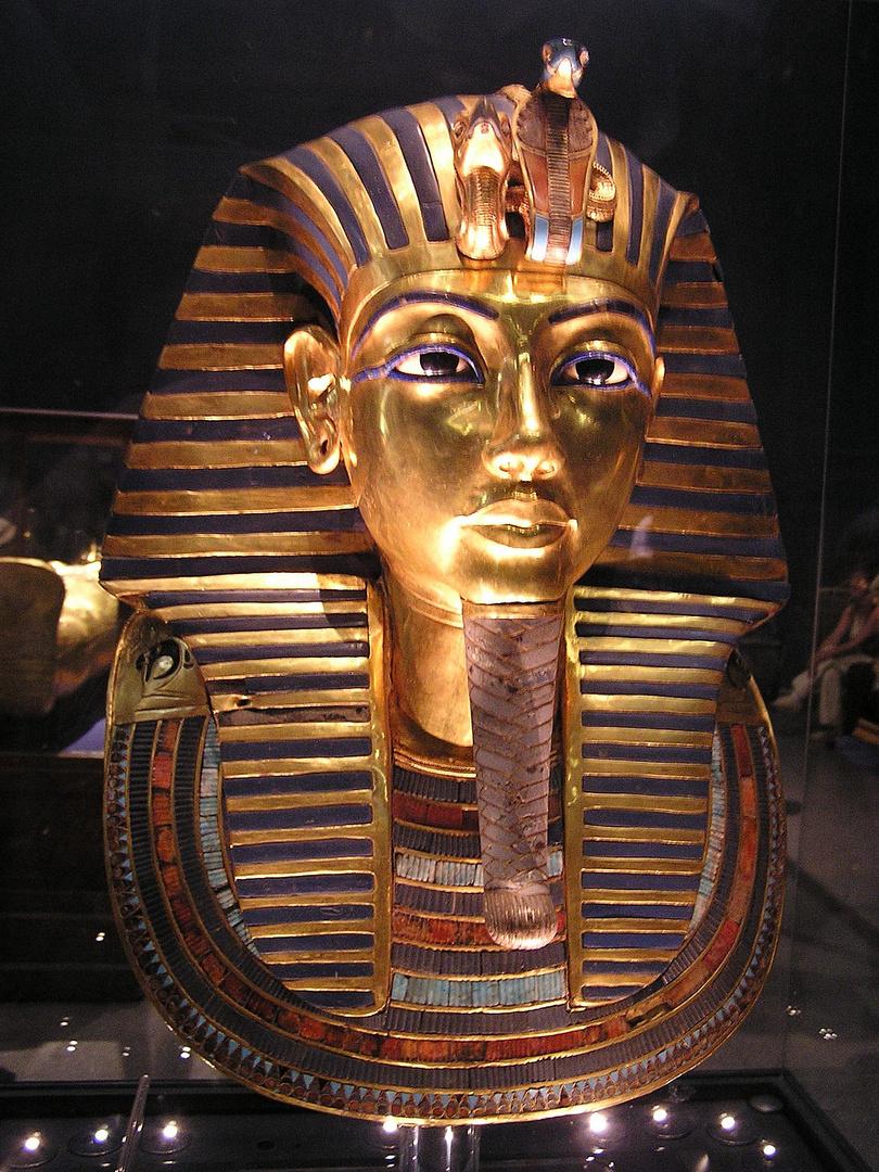totenmaske von tutanchamun in gypt museum kairo. Black Bedroom Furniture Sets. Home Design Ideas