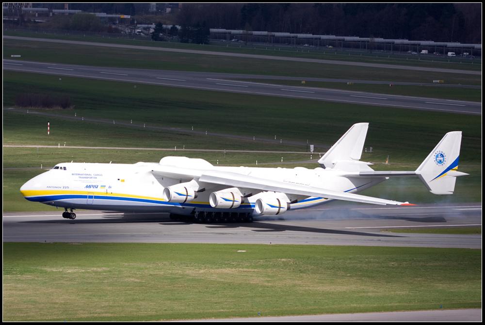 -- Touchdown der AN-225 in Hamburg --