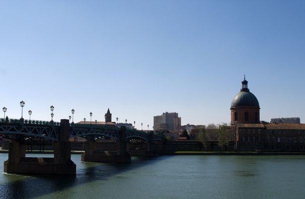 Toulouse 11 – Le pont St Pierre, l'Eglise St Nicolas et le Dôme de la Grave