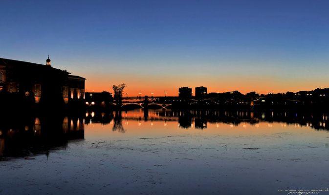 Toulouse - Couleurs chaudes de la nuit sur la Garonne