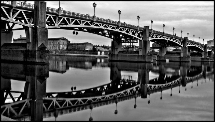 Toulouse (Pont St Pierre) N&B