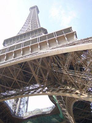 Tour Eiffel aufwärts