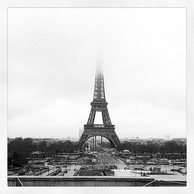 Tour Eiffel black and white