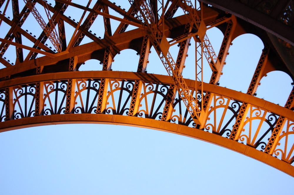 Tour Eiffel, détails au coucher du soleil