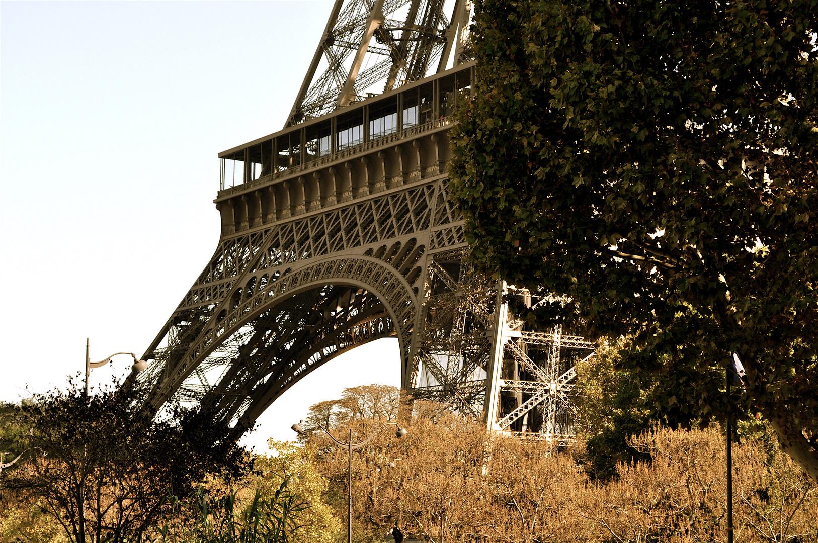 Tour Eiffel...