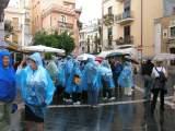 Touristen in Taormina im Regen