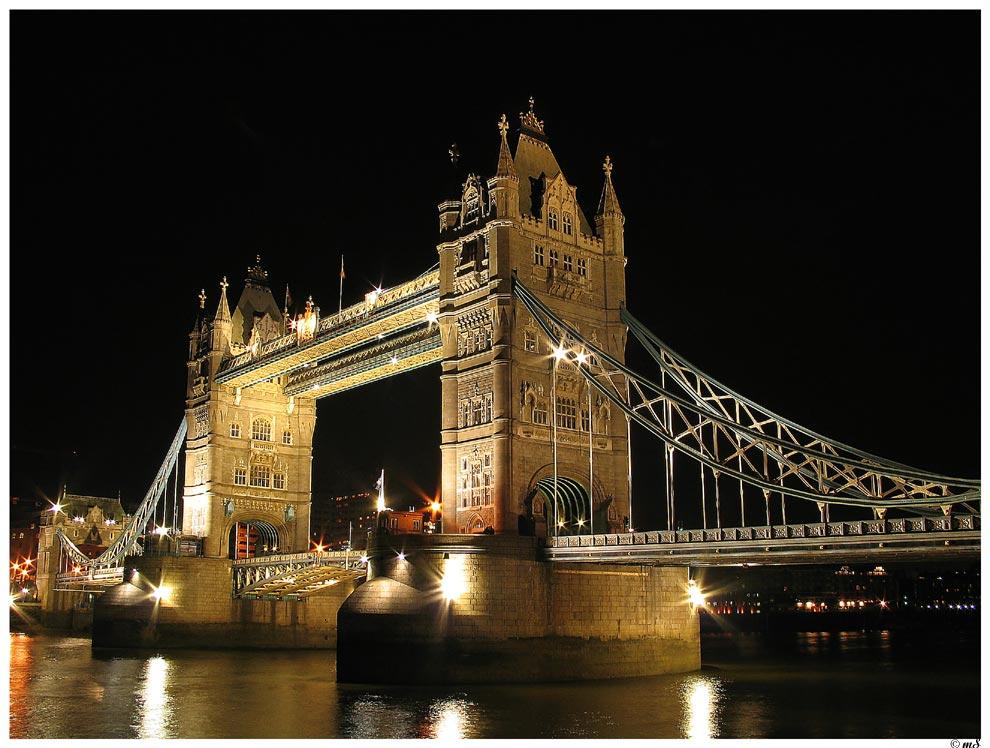 Tower Bridge at night ...