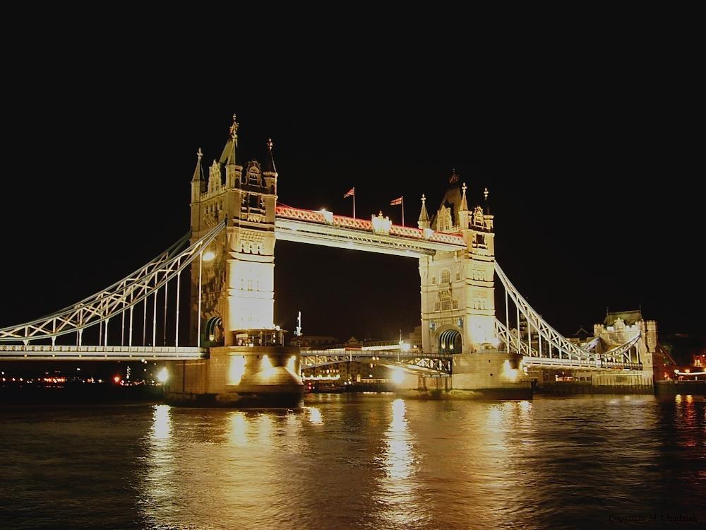 ... Tower Bridge by night ...