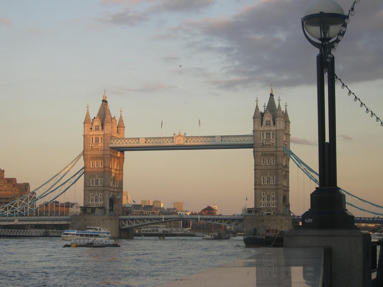 Tower Bridge gegen Abend....