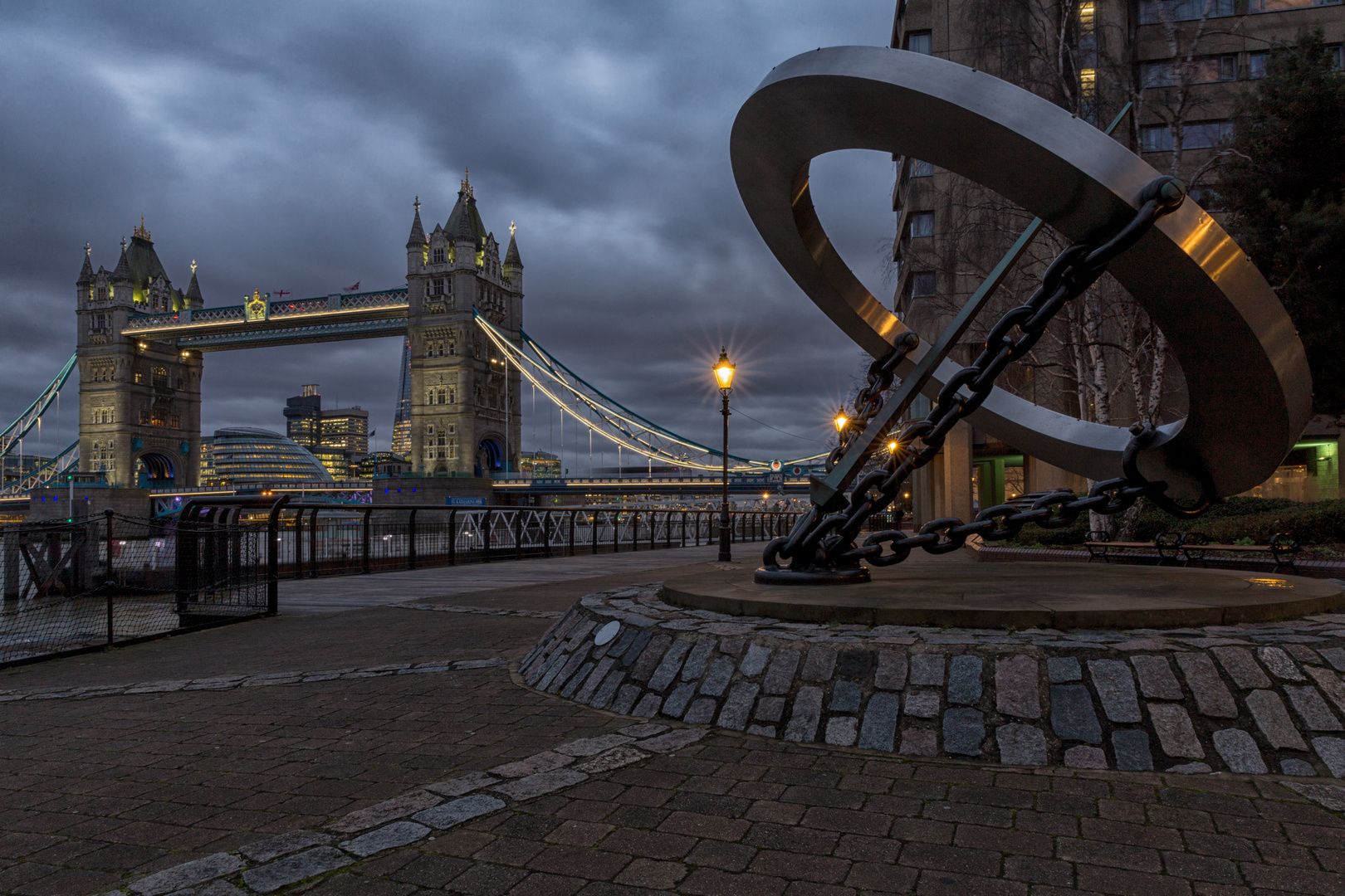 Tower Bridge mal ...