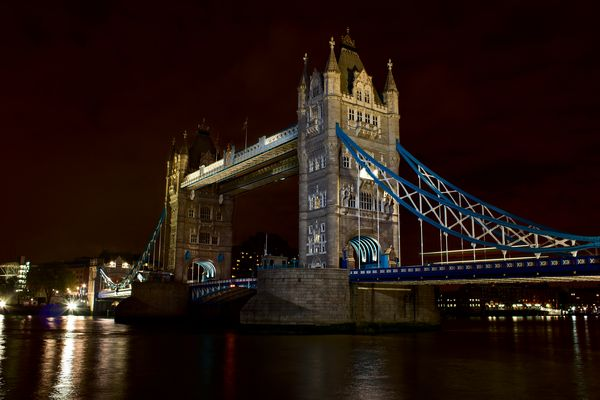 Tower Bridge (Seite)