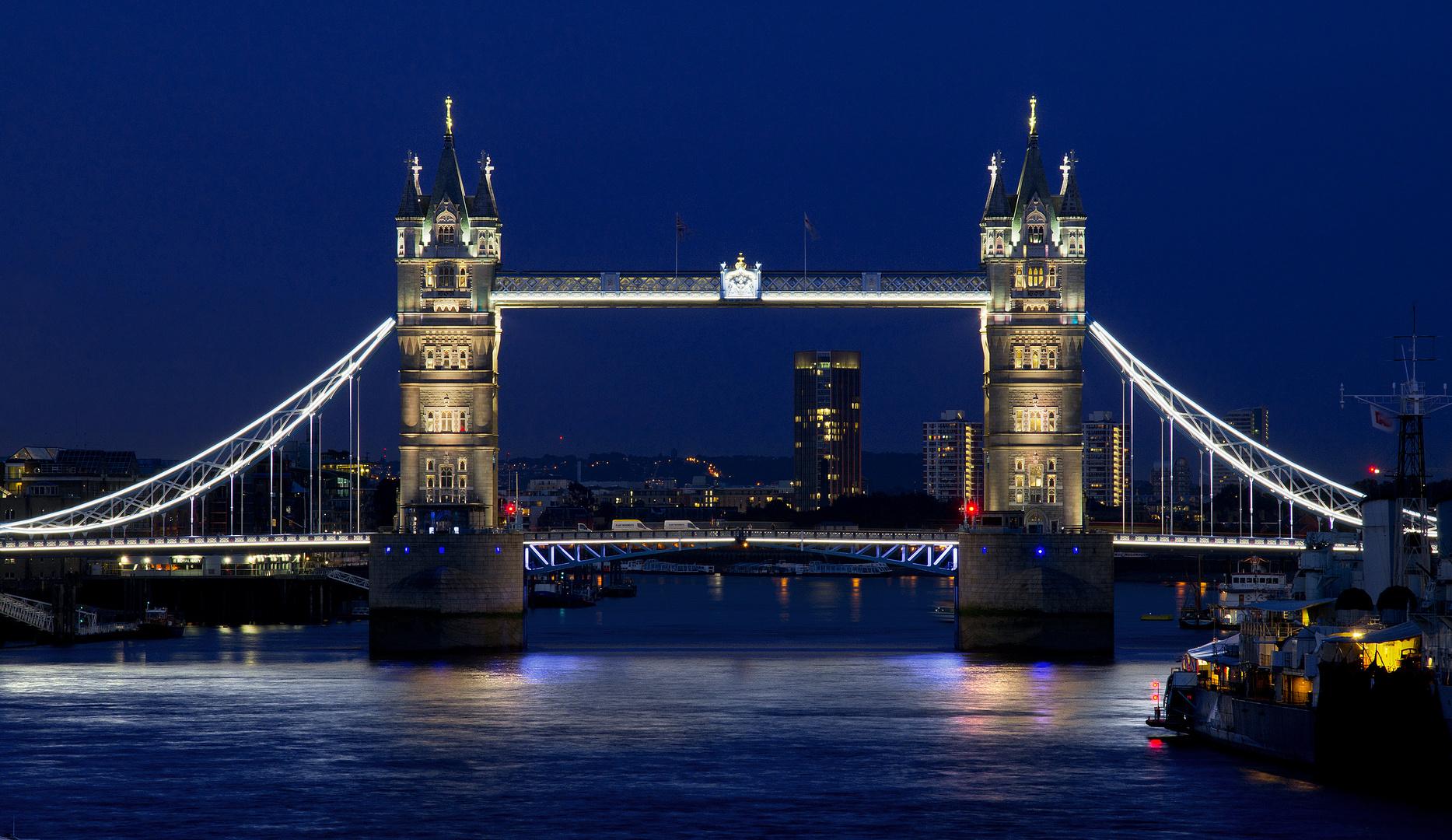 Tower Bridge zur blauen Stunde