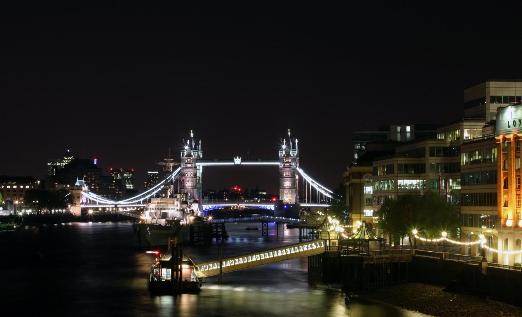 Tower Brigde bei Nacht