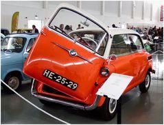 Toy or a true car? Jouet ou un vrai auto? Giocattolo o una vera macchina?