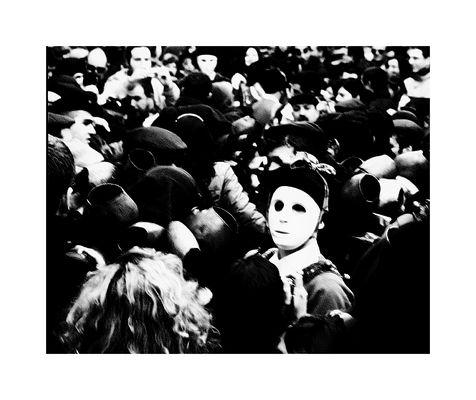 ..tra la folla