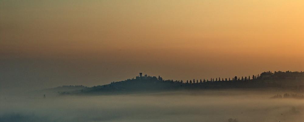 tra la nebbia