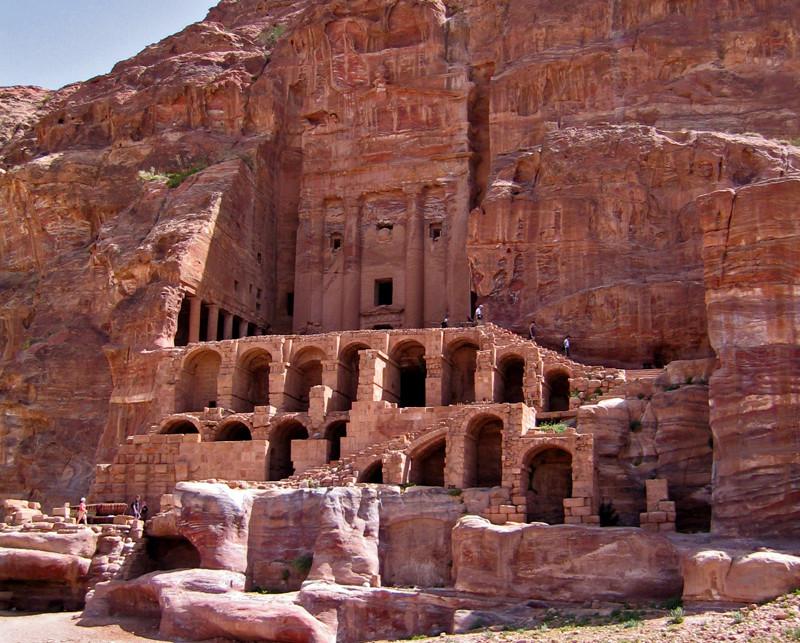 Tra le rovine di Petra