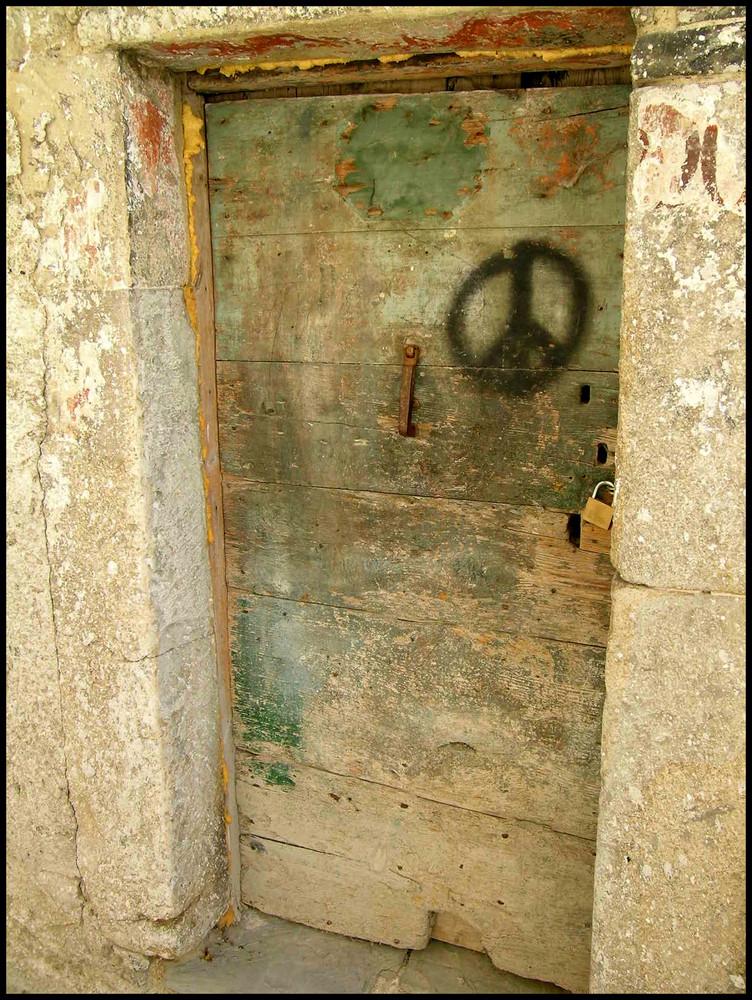 Tra le vie di Agnone  ...che pace ...a porta chiusa.