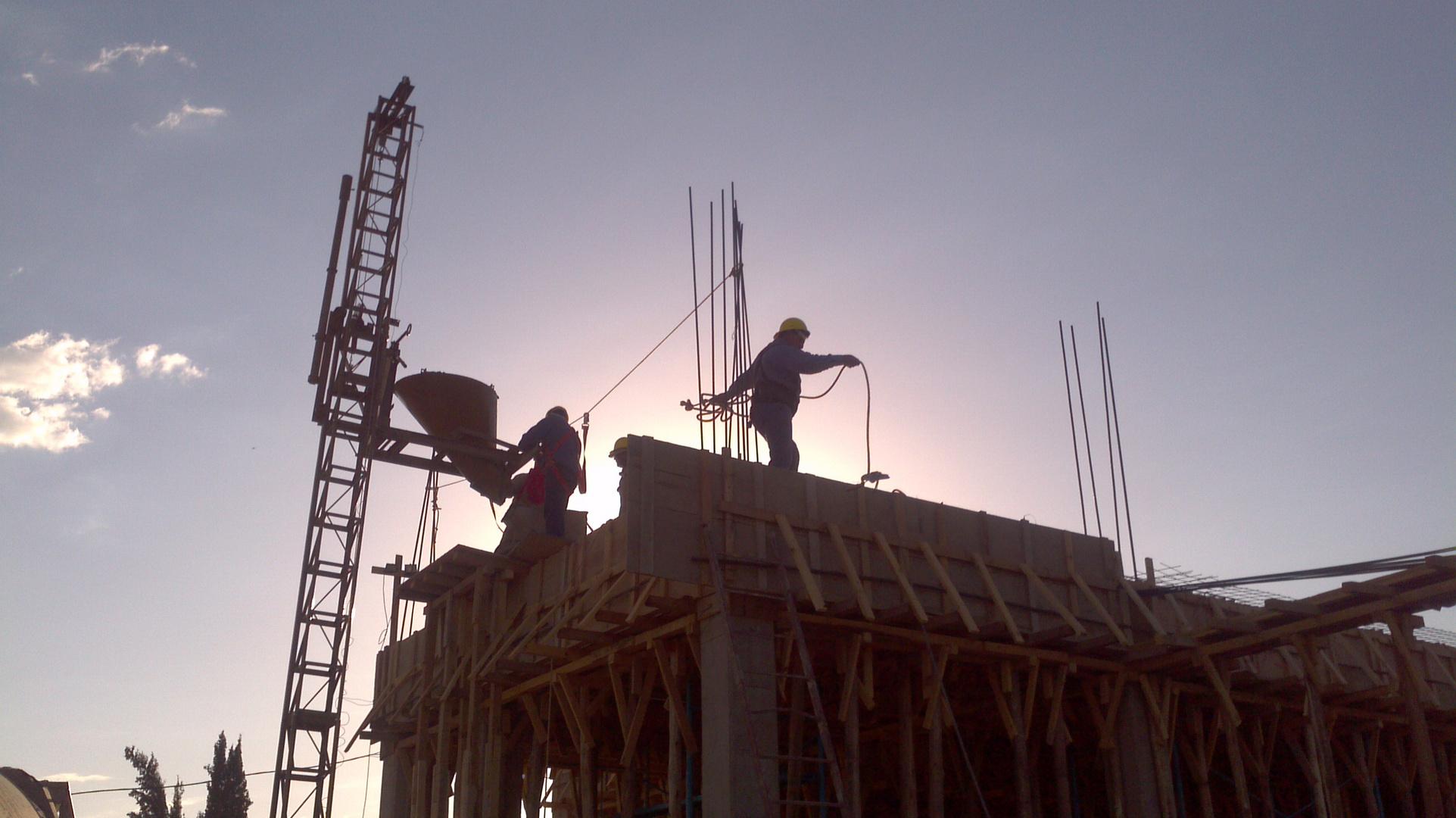 trabajando al amanecer