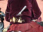 tradicional tirador terciopelo bordado y facón de plata Argentina