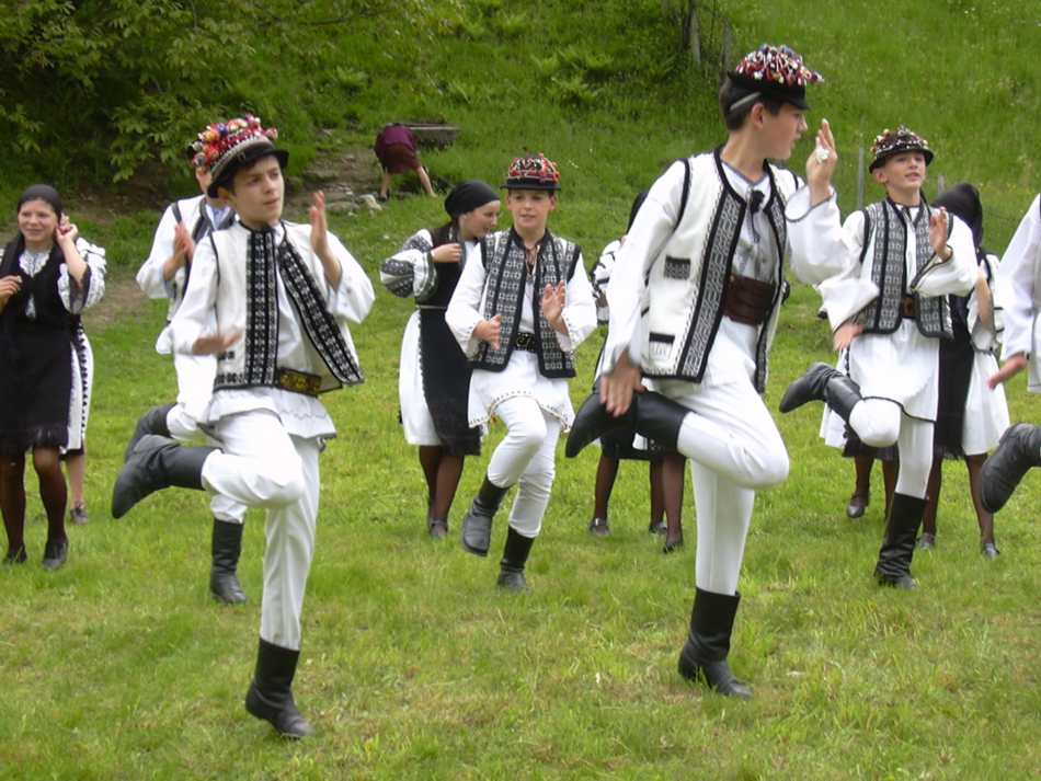 Traditional dance from Transilvania, Romania.