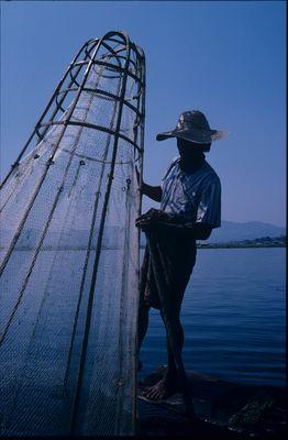 Traditioneller Fischer