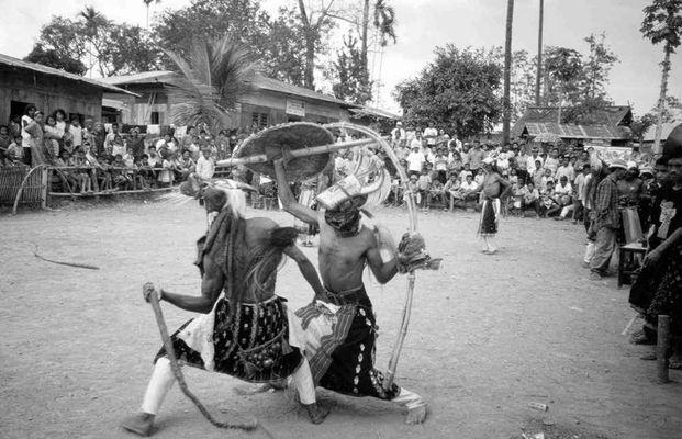 Traditioneller Peitschenkampf; Flores, Nusa Tengara