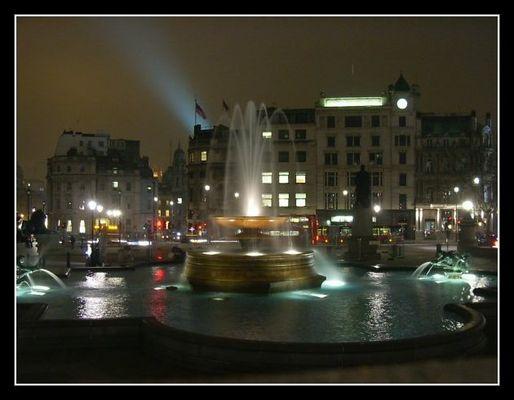Trafelgar Square bei Nacht