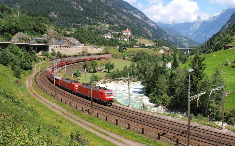 Train de la DB (Deutsche Bahn) sur le Gotthard