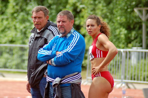 Trainer mit Athletin