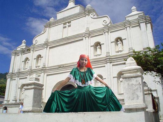 Traje Tipico y La Iglesia Colonial de Panchimalco, El Salvador
