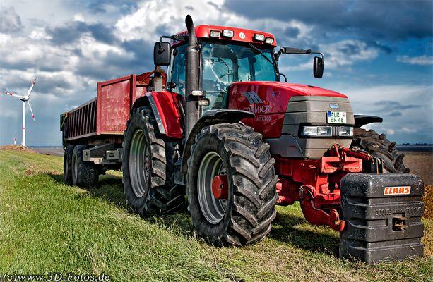 Traktor auf Seedeich