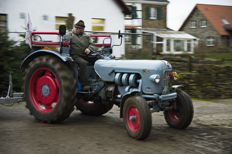 Traktor in Fahrt