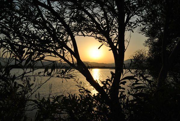 tramonto ai piedi della salina