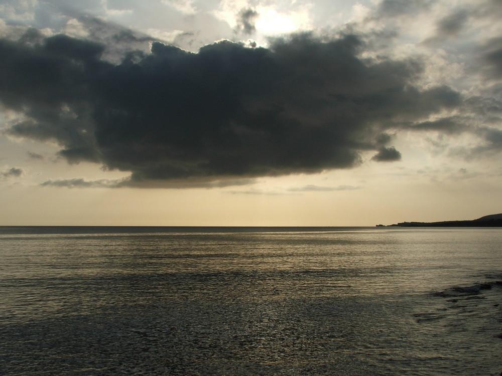tramonto con nuvole in arrivo