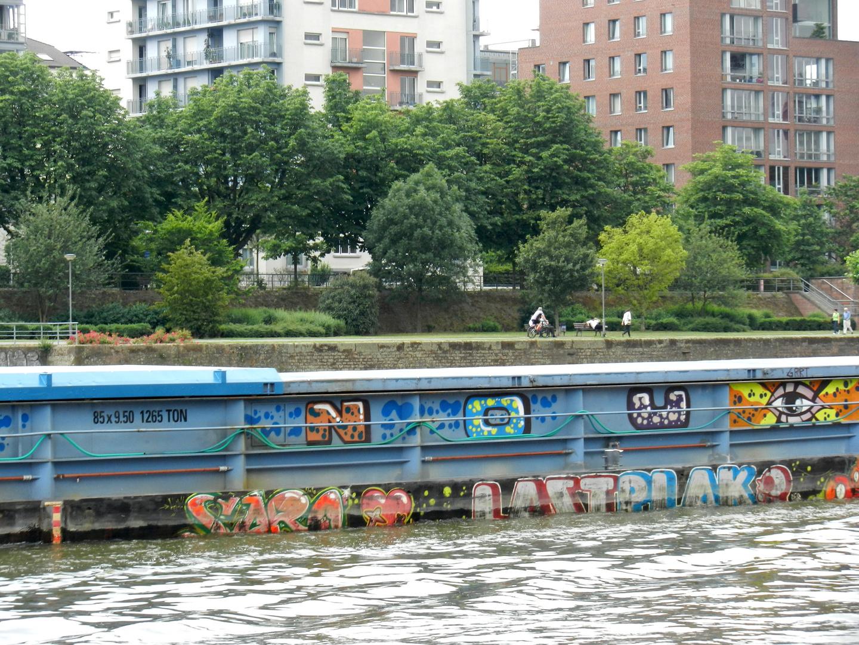 Transportschiff aus Frankreich (Frachter?!)