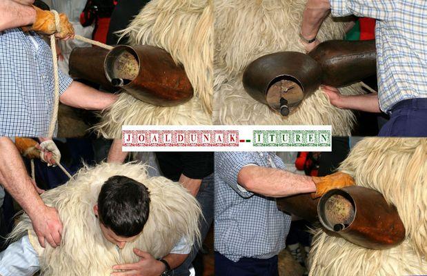 Tras el almuerzo, toca vestirse para el Carnaval rural y auténtico de Ituren (Navarra/Nafarroa).