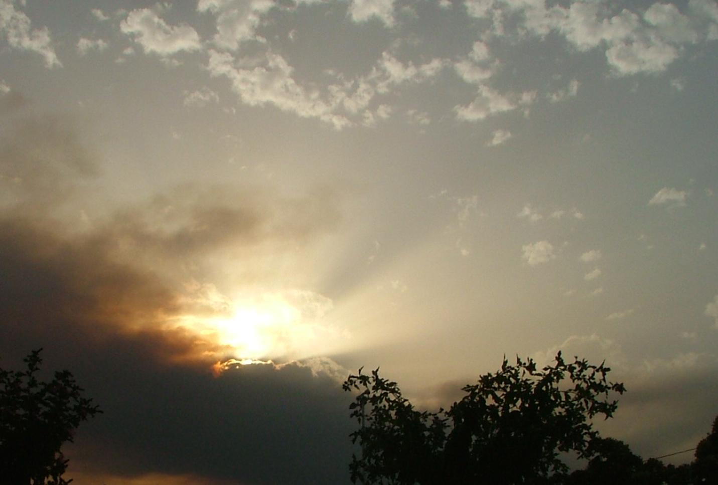 Tras el humo del incendio, también amanece