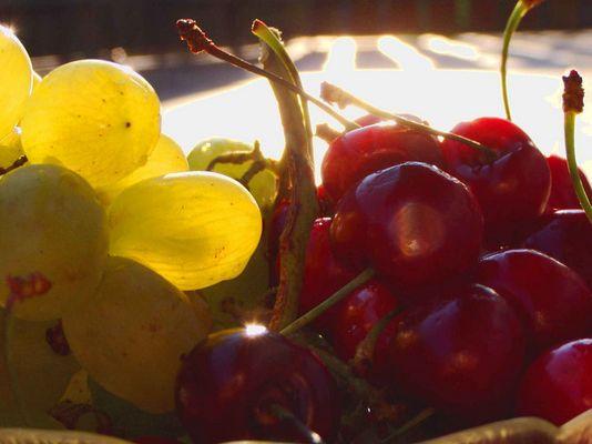 Trauben und Kirschen