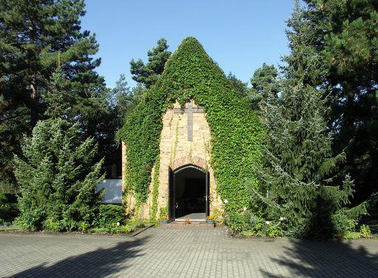 Trauerhalle auf d. Laubuscher Friedhof