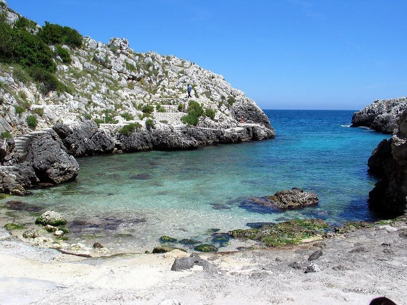 Traumhafte Badebucht im Süden Italiens