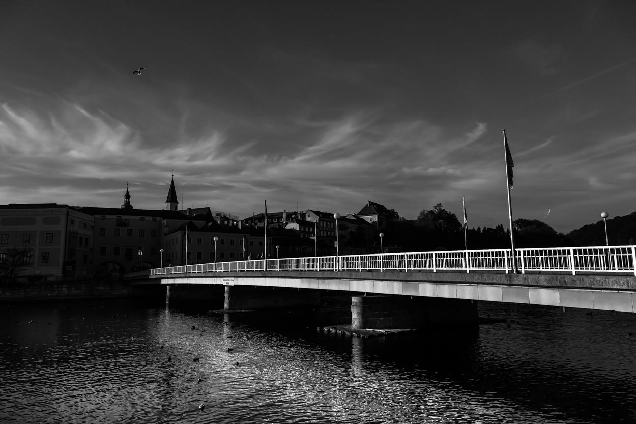Traunbrücke (Gmunden) im späten Nachmittagslicht