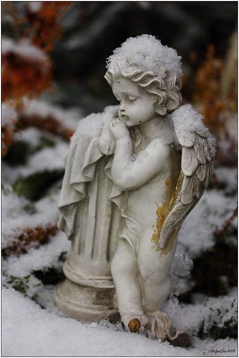 * Trauriger Schnee-Engel *