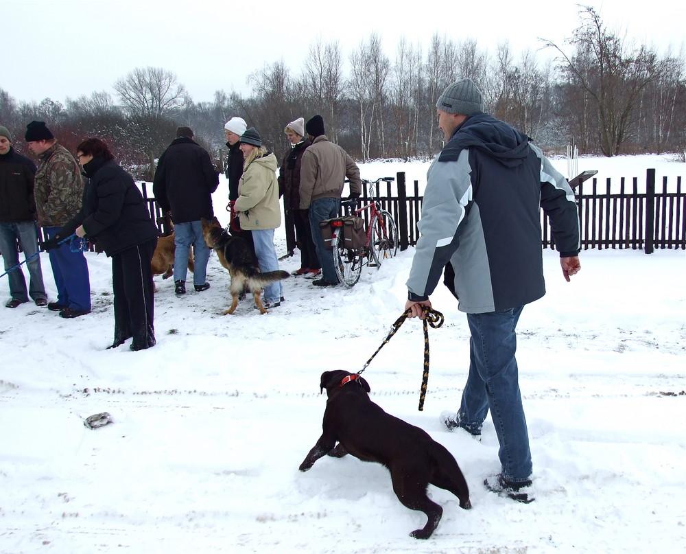 """Treffpunkt Hundeschule 2009 - Die """"kleine Gruppe"""" ist schon da - na dann"""