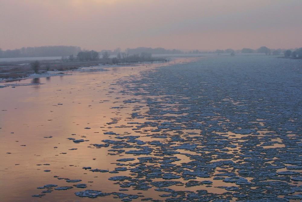 Treibeis auf der Elbe