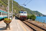 Treno in transito al binario tre