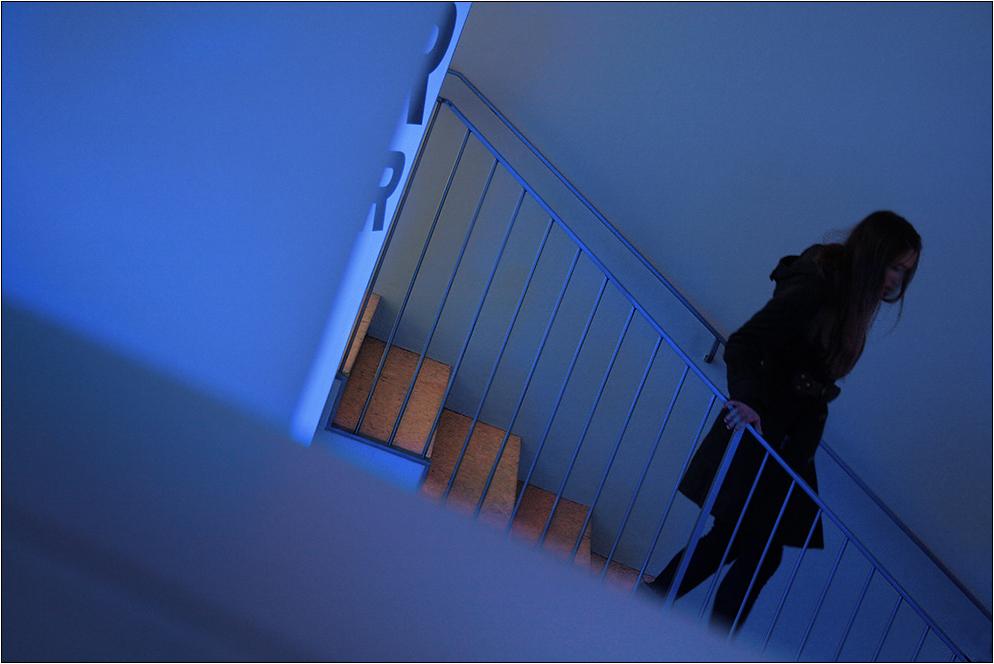 Treppab durch Blau